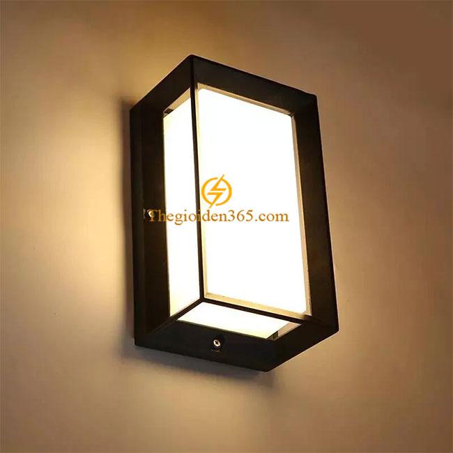 Đèn tường Led ngoài trời hiện đại vỏ đen khối hộp đứng chụp kính mờ 10w TL-DTLED10W-BD